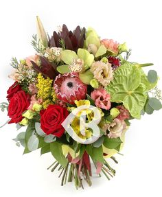 Bogație cuceritoare Green Orchid, Yellow Accents, Small Flowers, Red Roses, Greenery, Floral Design, Floral Wreath, Bouquet, Lily