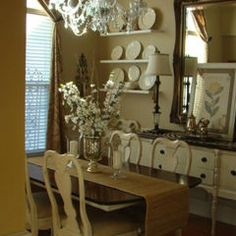 Traditional dining room - neutral color