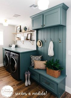 Give your laundry room with this Vintage Laundry Room Decor Idea! Find inspiration for your laundry room design classic and simple impressed. Mudroom Laundry Room, Laundry Room Design, Laundry Decor, Laundry Room Colors, Laundry Room Cabinets, Laundry Room Bathroom, Laundry Area, Mudrooms With Laundry, Laundry Room Decorations