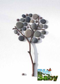 Junta piedritas y ramas y crea con tu peque árboles mágicos.