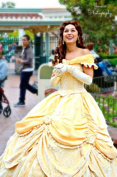 belle beauty and the beast Belle Cosplay, Disney Cosplay, Disney Costumes, Princess Belle Party, Disney World Princess, Princess Dresses, Beauty And Beast Birthday, Walt Disney Pictures Movies, Disney Cast