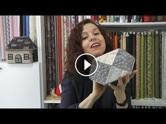 Le plus à jour Photos Patchwork tutoriales Style Patchwork Bags, Quilted Bag, Lace Making, Crochet For Beginners, Toiletry Bag, Chain Stitch, Small Bags, Sewing Projects, Quilts