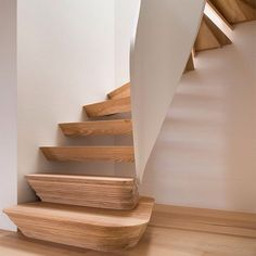 London studio 51 Architecture has combined digital fabrication with boatbuilding techniques to create a sculptural timber staircase at the centre of a family home. Read the full story and see more images on dezeen.com/tag/staircases #interiordesign #staircases #architecture Photography is by Jim Stephenson.