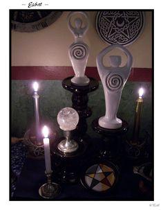 Altars:  Wiccan Alchemical Witch Purple Altar.  Via  Michele Reitan.