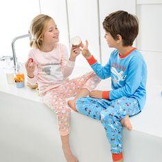 Tenemos pijamas ideales y suaves que harán que tu peque no quiera vestirse. #CarrefourTEX #CarrefourBaby Animal Sketches, Pajama Pants, Pajamas, Fashion, Dress Up, Bebe, Sketches Of Animals, Pjs, Moda