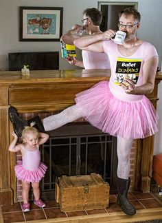 World's Best Father, An Amazing & Funny Dad & Daughter Photo Series Father Daughter Photos, Dad Daughter, Father Photo, Mother Daughters, Top Photos, Funny Photos, Funniest Pictures, Costume Original, Dad Of The Year