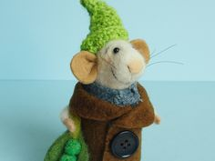 Needle felted Mouse Gardener. Mouse with peas. Felted green peas. Tiny gnome. Dollhouse Mouse. Gift. Dressed Mouse. Felt gnome. by OlgaHappyHandmades on Etsy