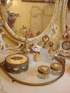 vintage dressing table with mirror...IC/KathysDaySpa  www.facebook.com/pages/Professional-Skincare-My-New-Passion/513031122073392