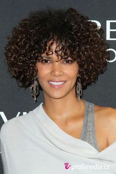 Trying Out Halle Berry Hairstyles : Simple Hairstyle Ideas For Women and Man