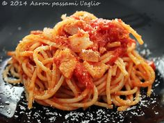 """""""Aaron passami l'aglio"""": SPAGHETTI ALL'AMATRICIANA"""