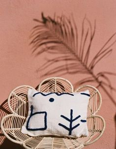 Size : 45 x 55 cm Color: broken white Embroidery: Majorelle blue Off white zipper The pillowcase comes without insert. *Colours may vary slightly from the image online/actual product. Terracotta, Pouf Cuir, Embroidered Cushions, Textiles, Modern Bohemian, Home Interior, Interior Styling, Interior Design, Home Textile