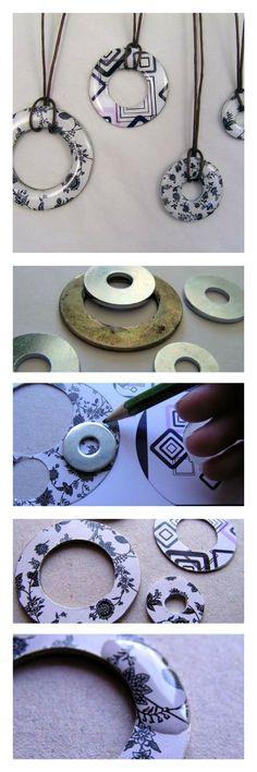 Creazioni Resin Necklace, Resin Jewelry, Jewelry Crafts, Beaded Jewelry, Jewellery, Diy Schmuck, Schmuck Design, Washer Crafts, Bottle Cap Projects
