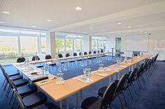 Tagungsraum Stuttgart für bis zu 60 Personen, Wintergartenanbau und Blick über das Waldachtal