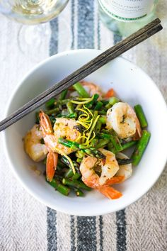 Lemon Basil Shrimp and Asparagus- a simple tasty meal that can be made in 15 minutes flat. Low carb and loaded with spring veggies!