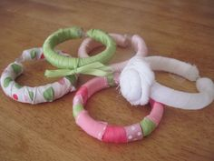 Adorable fabric bracelets for little girls made from plastic shower curtain rings!! Brilliant!!