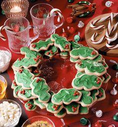 Layered Cookie Wreath   MrFood.com