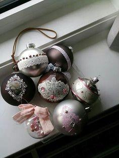 Decorating old balls Diy Christmas, Christmas Bulbs, Christmas Decorations, Holiday Decor, Christmas Inspiration, Cake Pops, Balls, Gems, Home Decor