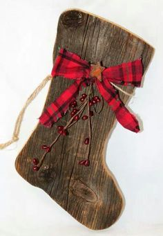 Our primitive barnboard Santa boots are adorned with a Christmas homespun bow, red pip berries, and a rusty star. Perfect for any primitive Christmas decor. *Christmas homespun may vary slightly.* The