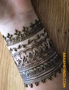 50 Most beautiful Wrist Mehndi Design (Wrist Henna Design) that you can apply on your Beautiful Hands and Body in daily life. Henna Tattoo Designs Simple, New Henna Designs, Mehndi Designs Book, Mehndi Designs For Girls, Legs Mehndi Design, Mehndi Designs For Fingers, Modern Mehndi Designs, Mehndi Design Photos, Mehndi Patterns