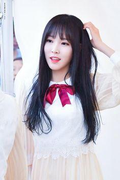 GFRIEND - Yuju Gfriend And Bts, Gfriend Yuju, Gfriend Sowon, Kpop Girl Groups, Korean Girl Groups, Kpop Girls, Gfriend Profile, Cloud Dancer, Summer Rain
