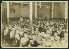 Children's Aid Society of New York How can you feed so many children? Orphan Train, Innocence Lost, Narrative Photography, Happy Stories, Gilded Age, Living In New York, Slums, Historical Society, Historical Photos