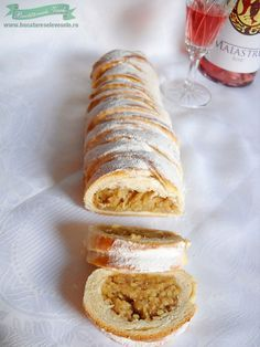 Strudel cu mere | Retete Culinare - Bucataresele Vesele My Recipes, Dessert Recipes, Romanian Food, Home Food, Thing 1, Fabulous Foods, Deserts, Pie, Yummy Food