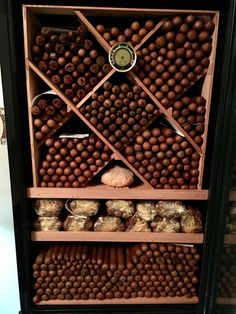 Cigars And Whiskey, Pipes And Cigars, Cuban Cigars, Whisky, Cigar Smoking, Smoking Pipes, Cigar Art, Cigar Room, Decoration