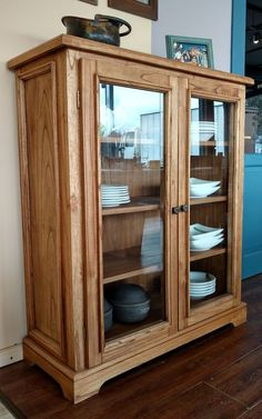 Vitrina Valencia – Anime pictures to hairstyles Cabinet Furniture, Kitchen Furniture, Furniture Makeover, Wood Furniture, Furniture Design, Diy Interior, Interior Design Kitchen, Dining Room Hutch, Glass Cabinet Doors