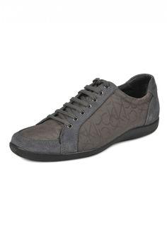 CK Calvin Klein  Woman Tammy Gray Sneakers    204,90 лв.  97,90 лв.    Код на продукта:  N10301-GRY    Описание на продукта:  Сиви спортни обувки, изработени с:  - объл връх  - лого  - връзки.     Състав:  Външна част: кожа, текстил  Вътрешна част: синтетик, текстил  Подметка: синтетик