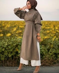 Super Dress Hijab Bebe Ideas Source by ideas hijab Modern Hijab Fashion, Islamic Fashion, Abaya Fashion, Muslim Fashion, Modest Fashion, Dress Fashion, Muslim Girls, Muslim Women, Ideas Hijab