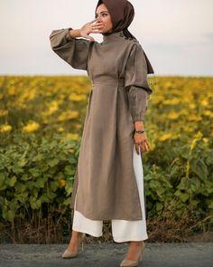 Super Dress Hijab Bebe Ideas Source by ideas hijab Modern Hijab Fashion, Islamic Fashion, Abaya Fashion, Muslim Fashion, Modest Fashion, Girl Fashion, Fashion Dresses, Modest Dresses, Trendy Dresses