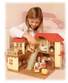 Chez #SylvanianFamilies le plus important pour nous reste toujours l'#Enfant.  Une magnifique maison éclairée, quelques personnages et un sourire est né.