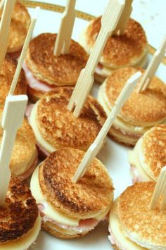 Croque Apero: For 16 mini croques: 8 slices bread, 3 trs. Comida Picnic, Fingers Food, Salty Foods, Yummy Food, Tasty, Snacks Für Party, Mini Foods, Appetisers, Food Inspiration