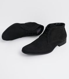 Bota masculina     Material: Camurça    Biqueira diferenciada     Marca: Satinato Genuine          COLEÇÃO INVERNO 2016         Veja mais opções de   botas masculinas.