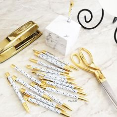 Thank you @jotitdownco for sharing such beautiful stationary goodies with me! Marble & gold everything  The first 40 people who purchase something from my shop today will receive one of these amazing Jot It Down pens in their PaperPanduh.com order! Starting...now!  No code needed! by paperpanduh
