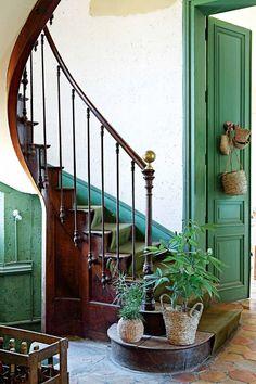 HOME & GARDEN: Ambiance bohème dans un château rénové en France.  Greenery and magnificient staircase. Home design inspiration