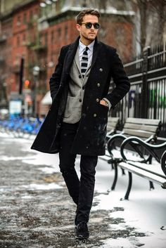 5 Cool winter outfits for men. 5 Cool winter outfits for men. Mens Winter Boots Fashion, Best Winter Outfits Men, Winter Outfit For Men, Winter Coats For Men, Winter Jackets, Mode Masculine, Cool Winter, Casual Winter, Winter Wear
