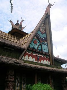 Side view of the Enchanted Tiki Room Tiki Totem, Tiki Tiki, Tiki Hut, Tiki Restaurant, Kona Kai, Tiki Bar Decor, Different Aesthetics, Tiki Lounge, Tiki Mask