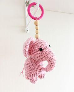 Virkad elefant (elefanthänge) - Gratis mönster Crochet Pacifier Clip, Crochet Baby Mobiles, Crochet Baby Toys, Knitting Patterns, Crochet Patterns, Little Boy And Girl, Baby Sewing, Quilt Blocks, Free Pattern
