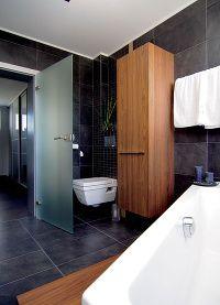 Inšpirácie pre čierne kúpelne - drevo | Mojdom.sk