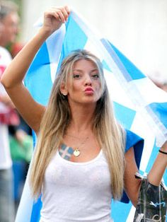 All Of Your Footy Questions Answered Here. Are you someone who is puzzled by the popularity of footy? Is there anything you would like to know about footy? Hot Football Fans, Football Girls, Female Football, Football Cheerleaders, Football Players, Cheerleading, Hot Fan, Fan Image, Greek Girl