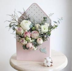 26 trendy Ideas for flowers box arrangements floral design Beautiful Flower Arrangements, Wedding Flower Arrangements, Floral Arrangements, Beautiful Flowers, Flower Box Gift, Flower Boxes, Flowers In A Box, Happy Birthday Flower Bouquet, Bouquet Box