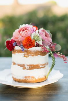 Mini naked cake by Sugar Bee Sweets. Styled shoot by Grit + Gold. Photo by Charla Storey Photography. #wedding #cake #minicake #nakedcake