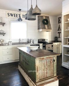 Some #rustic goodness going on in this #farmhouse kitchen. Love it! #homedecor @istandarddesign