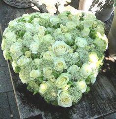 1022. Hartvorm fijntjes witte bloemen gemengd