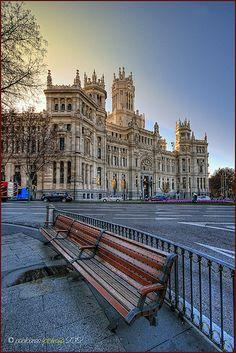 Un banco grande | Palacio de Cibeles - Ayuntamiento de Madrid / Foto: Pablo Arias López