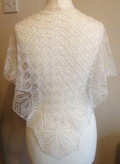 Ivory Silk Lace Wedding shawl, Haruni Hand Knitted Silk Lace Shawl / Wrap in Cream / Ivory Crochet Wedding, Lace Wedding, Wedding Shawls, Lace Knitting Patterns, Hand Knitting, Knit Or Crochet, Crochet Shawl, Knitted Shawls, Lace Shawls