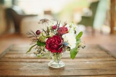 ruby red fall flowers | Sara & Rocky #wedding