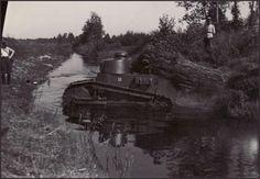 Estonian Renault Estonian army tanks on maneuvers in Manica. Interwar Period, Military Photos, War Machine, Lithuania, Tanks, Army, Memes, Military, Meme