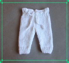 Ravelry: Marianna's Little Baby Trousers pattern by marianna mel Baby Knitting Patterns, Baby Patterns, Free Knitting, Crochet Patterns, Knitting Yarn, Knit Baby Pants, Baby Cardigan, Baby Knits, Baby Leggings Pattern